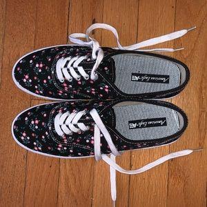 NWOT black/floral American eagle shoes